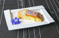 Topfenstrudel mit Blätterteig Cake Recipes, Dessert Recipes, Grilling Recipes, Banana Bread, Muffins, Quiche, Sweet Tooth, French Toast, Food And Drink