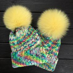 Навязалапоследние- солнечные☀️теперь можно и отдохнуть☺️ ☀️меринос/кашемир ☀️на ОГ 54-57, 55-58 ☀️большие, красивые помпоны из меха песца ☀️сезон-зима ☀️5000₽ ☀️доставка в подарок #nataly_korzina_вналичии