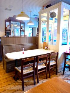 Restaurant Design - Upcycle - Entrance - Seating - Bench - Banquette - Decoration - Decor - Wood Floor - Stained Glass - Mirror Gallagher's Boxty House, Temple Bar Dublin, by Think Contemporary