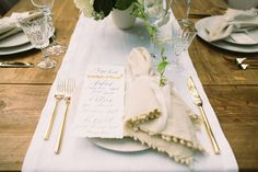 Love this classy table setting - Set Maui - Anna Kim Photography