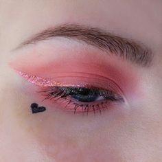 Pink eyeshadow and eye liner with a black heart eye make-up<br> Makeup Fx, Cute Makeup, Pretty Makeup, Makeup Goals, Makeup Inspo, Makeup Inspiration, Beauty Makeup, Hair Makeup, Makeup Primer