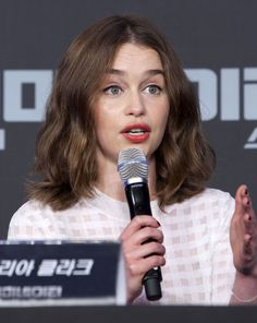 emilia-clarke-terminator-genisys-press-conference-in-seoul