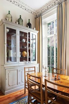 love this dining room hutch