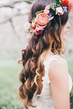 Några drömmiga, vackra frisyrer passande för midsommar, önskar att jag hade hittat en så fin krans som den på första bilden! Får försöka hitta något annat