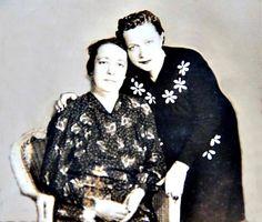 1940 SENESİ..MÜRŞİDE TEYZE VE ANNESİ KADIKÖY...ANNEMİN CAN DOSTU..   Tahire Özel aile albümü ve adına yeniden albüme yüklemiştir