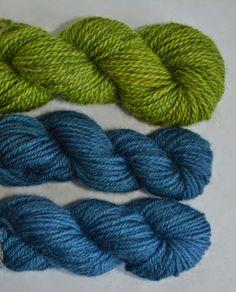 Mustapavun kuoret sisältävät väriaineita, joilla voi värjätä helposti sinistä lankaa. Langat värjätään papujen liotusvedellä kylmävärjä...