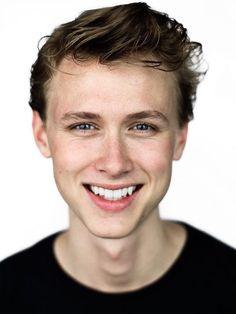 Henrik Holm being beautiful