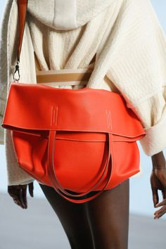 Hermès Spring 2019 Ready-to-Wear Collection - Vogue  Designerhandbags Cheap  Fashion 92ddd2ac4ed01