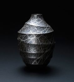 The artist's use of mokumegane is created by painstakingly layering silver, copper and other alloys on the surface of his work before fusing the layers together. Vase, Damascus Steel, Art Object, Decorative Objects, Metal Jewelry, Art Forms, Metal Art, Utensils, Contemporary Design