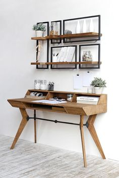 These five SHELFMATE modules fit perfectly above the d-Bodhi Tango writing desk. Desk In Living Room, Bedroom Desk, Apartment Desk, Apartment Living, Home Office Design, Home Office Decor, Shelves Above Desk, Floating Shelves, Desk Areas