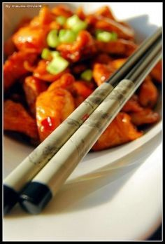 Poulet à la citronnelle façon vietnamienne Vietnamese Recipes, Asian Recipes, Ethnic Recipes, Vietnamese Food, Oriental Food, Chicken Runs, Kung Pao Chicken, Wok, Chicken Recipes