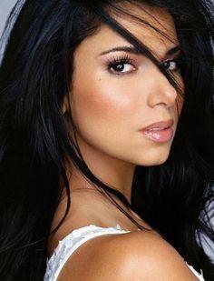 LATINA Makeup & Beauty: Latina natural makeup look. Best for olive skin/dark hair morenas. (I like this hair color) Roselyn Sanchez, Beauty Make-up, Beauty Hacks, Hair Beauty, Brunette Beauty, Brunette Hair, Beauty Tips, Beauty Products, Natural Wedding Makeup
