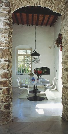 HIP GREECE   BOOKS   AT HOME IN GREECE BY JULIA KLIMI