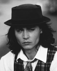 Benny And Joon, Johnny Movie, Johnny Depp Pictures, Young Johnny Depp, Johny Depp, Edward Scissorhands, Jawline, The Man, Sexy Men