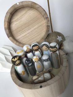 Nativity Peg Doll, Wood Peg Dolls, Nativity Crafts, Clothespin Dolls, Wooden Nativity Sets, Wooden Pegs, Wooden Crafts, Wooden Boxes, Articles En Bois