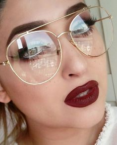 Cute Glasses, Girls With Glasses, Estilo Converse, Glasses Trends, Lunette Style, Flawless Foundation, Dip Brow, Girls With Red Hair, Trending Sunglasses