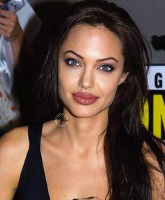 Angelina Jolie Photos, Angelina Jolie Makeup, Elizabeth Hurley, Elizabeth Taylor, Beautiful Celebrities, Box Braids, Celebrity Style, Celebrity News, Makeup Looks