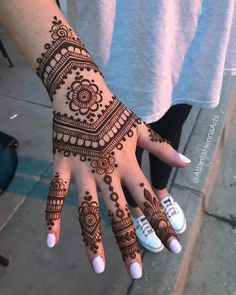 50 Most beautiful Georgia Mehndi Design (Georgia Henna Design) that you can apply on your Beautiful Hands and Body in daily life. Henna Hand Designs, Pretty Henna Designs, Mehndi Designs Finger, Floral Henna Designs, Indian Henna Designs, Mehndi Designs For Girls, Mehndi Designs For Beginners, Mehndi Designs For Fingers, Mehndi Design Images
