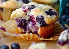 Temperatures- The temperature affects the rise and bake time of the muffin. Baking at will give your muffin a good rise so you'll have nice tall muffins, but they might get too brown. Baking at will give you shorter muffins that don't Best Blueberry Muffins, Blueberry Recipes, Blue Berry Muffins, Blueberries Muffins, Lemon Muffins, Blueberry Muffin Recipe Sour Cream, Best Healthy Blueberry Muffin Recipe, Blueberry Muffins Greek Yogurt, Bisquick Blueberry Muffins
