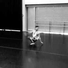 Acro Dance, Partner Dance, Dance Moves, Ballet Dance Videos, Dance Choreography Videos, Dancer Workout, Male Ballet Dancers, Balerina, Parkour