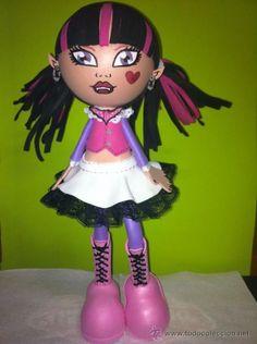 Muñeca Draculaura hecho a mano.