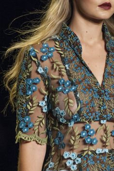 Anna Sui @ New York Fashion Week Spring Summer '16 #rendezvousdelamode #annasui #NYFW #embroidery #summer #wildflowers #hawaii #shear