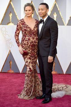 Chrissy Teigen en robe Marchesa et John Legend à la cérémonie des Oscars 2016