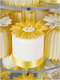 Daisy mini cake for wedding