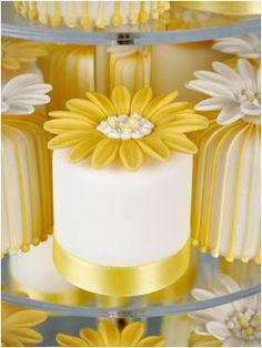Daisy mini cake for wedding