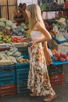 Saturday market haul stocking up on plant powered goodness in the Romance Wrap Skirt ✨ Look Boho Chic, Bohemian Style, Boho Fashion, Fashion Outfits, Swag Fashion, Fashion Pants, Looks Hippie, Estilo Hippie Chic, Hippie Stil