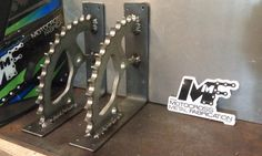 Supports de tablette de pignon arrière par MotoMetalFab sur Etsy