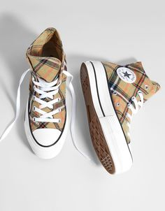 Shop Women's Converse Tan size 8 Sneakers at a discounted price at Poshmark. Description: Converse for Bershka platform. Mode Converse, Sneakers Mode, Cute Sneakers, Sneakers Fashion, Shoes Sneakers, Galaxy Converse, Dr Shoes, Hype Shoes, Sock Shoes