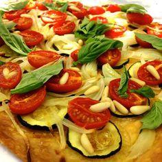 ir bien las acelgas y mezclarlas con el tomate en una capa fina, un chorrito de aceite y terminar espolvoreando con un poquito de harina.