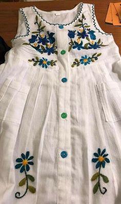 Hand Embroidery Dress, Kurti Embroidery Design, Embroidery On Kurtis, Frock Design, Baby Dress Design, Kurta Designs, Blouse Designs, Baby Frocks Designs, Kids Frocks Design