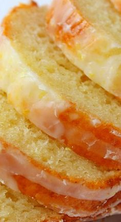 This cake is bursting with flavour thanks to heavenly lemons and a splash of limoncello. Share the sunshine with this delish citrus treat. Lemon Desserts, Lemon Recipes, Fun Desserts, Sweet Recipes, Baking Recipes, Delicious Desserts, Dessert Recipes, Yummy Food, Lemoncello Dessert