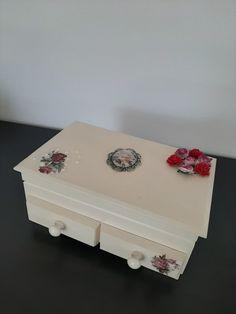 Rose decorated romantic jewellery box Tea Box, Jewellery Box, Marketing And Advertising, Create Yourself, Decorative Boxes, Vintage Fashion, Romantic, Rose, Unique Jewelry