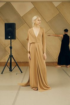 The complete Rosetta Getty Spring 2016 Ready-to-Wear fashion show now on Vogue Runway. Runway Fashion, High Fashion, Fashion Show, Womens Fashion, Fashion Spring, Dress Skirt, Dress Up, Rosetta Getty, Fashion Details