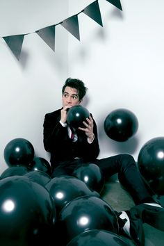 ❥Brendon Urie from Panic! At the disco. Panic! At The Disco, Pop Punk, Emo Bands, Music Bands, Death Of A Bachelor, The Wombats, Indie, Three Days Grace, Fall Out Boy