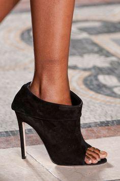 Julien Macdonald at London Fall 2014 #shoes #beautyinthebag
