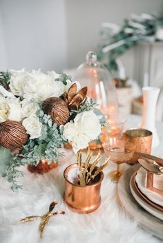 white and copper winter wedding ideas / http://www.deerpearlflowers.com/bronze-copper-wedding-color-ideas/2/