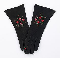 Rosebud embroidered (see the one rose on the index finger?) suede afternoon gloves 1930-40