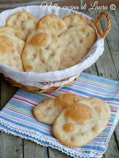 They are typical of the city of Mantova Focaccia Pizza, Bread Recipes, Cooking Recipes, Cooking Bread, Italy Food, Snacks, Galette, International Recipes, I Love Food