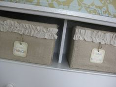My friend Rosa gave me the idea to make storage containers out of cardboard boxes and burlap, and I just had to try it. I made a few boxes ...