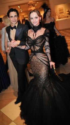 Zac Posen and Christina Ricci - adore the gothic-esque vibes i get from the gown