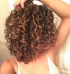 30 Neue Curly Bob Frisuren 2017 - 2018 - hair styles for short hair Bob Haircut Curly, Curly Hair Cuts, Short Curly Hair, Curly Hair Styles, Short Hair Cuts, Natural Hair Styles, Spiral Perm Short Hair, Curly Girl, Natural Curls