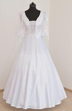 """A beautiful wedding dress , of the hungarian motif """"sujtás"""""""