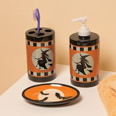 Give your bathroom a great new look for the holiday. Use this set to dress up a guest bathroom for a Halloween party or enjoy it during the entire fal. Fall Halloween, Halloween Party, Halloween Decorations, Fall Decorations, Halloween Ideas, Halloween Bathroom, Halloween Haunted Houses, Home Decor Online, Gothic House