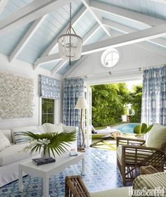 On A Laid-Back Lush Palm Beach House By Lindsey Lane Design perfectly palm beach pool house, designed by Lindsey Lane.perfectly palm beach pool house, designed by Lindsey Lane. Palm Beach, Beach Pool, Beach Cabana, Pool Cabana, Style At Home, Pool House Interiors, Cottage Interiors, Pool Shed, Pool House Designs