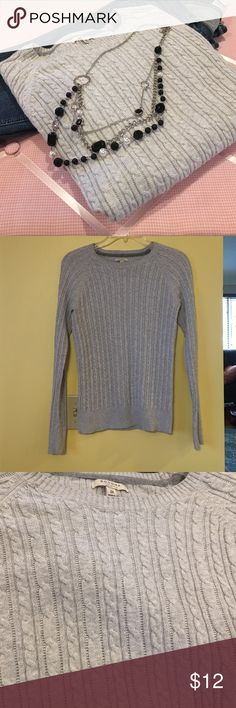 👛Gray sweater👛 Very nice gray sweater. In excellent condition. Is approximately 23 inches from top of shoulder to bottom. Let me know if you have any questions. Thanks for looking. Sonoma Sweaters Crew & Scoop Necks