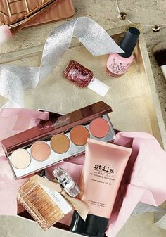 Do you know a totally on-trend glam girl? Then this beauty product holiday gift guide from Ulta Beauty has everything she'll ever want. Click to start shopping everything she'll need in her makeup bag.